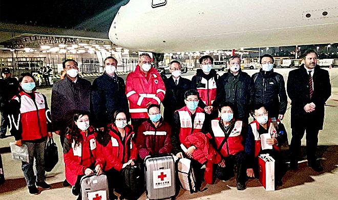 """A Fiumicino l'Airbus A 350 con i supporti umanitari  spediti in Italia dalla Croce Rossa Cinese, in sostegno alla lotta contro il """"Corona virus"""""""